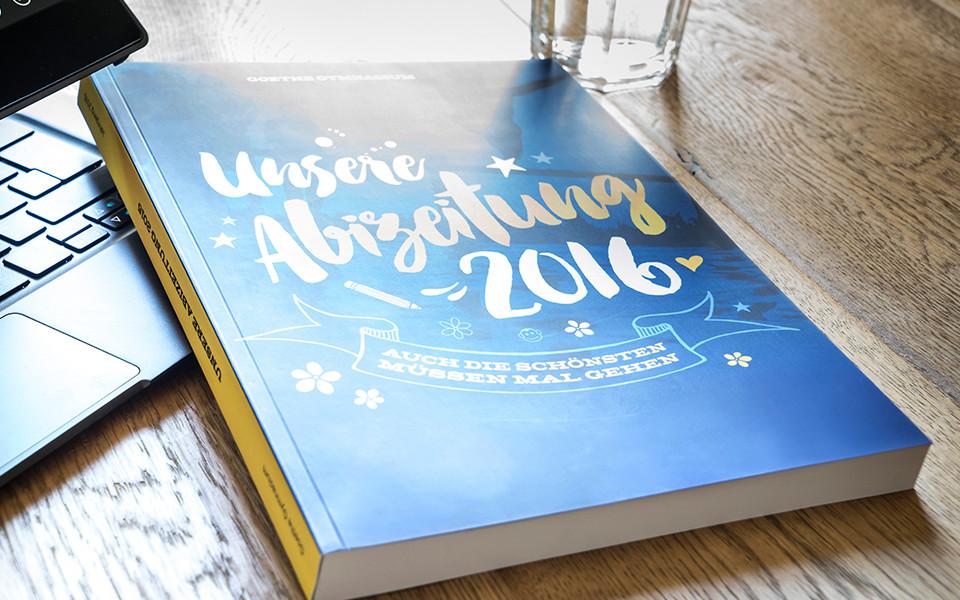 Gedruckte Abizeitung mit selbst gestaltetem Umschlag / Cover bei Druck deine Abizeitung